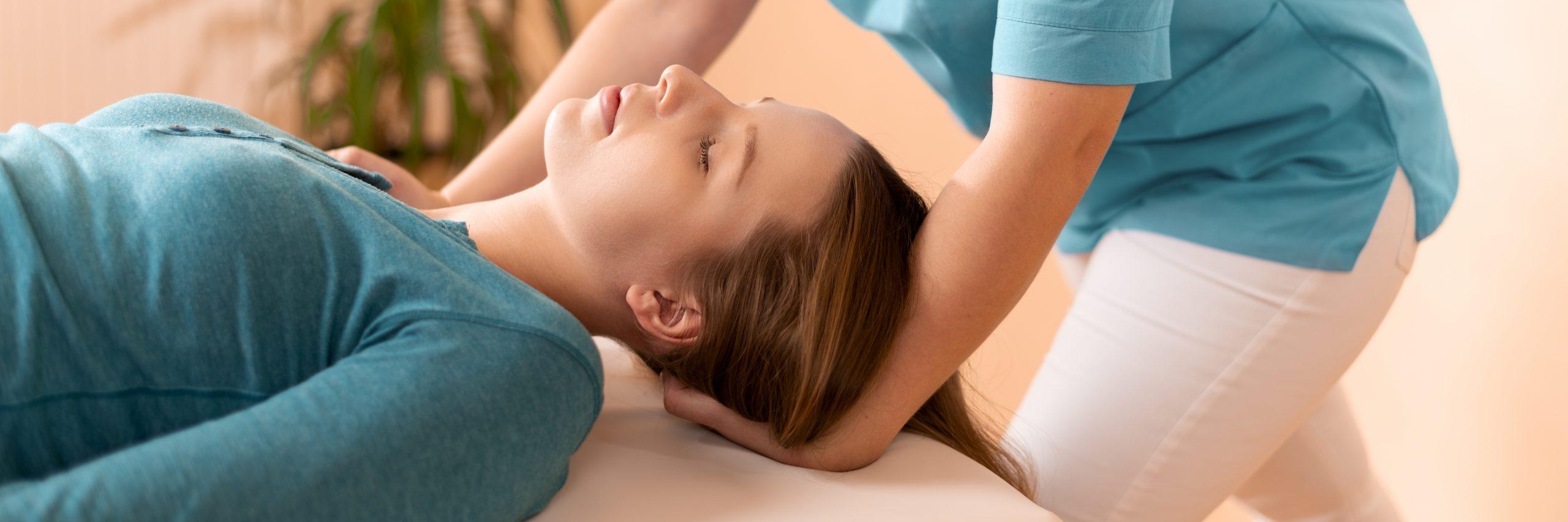 Kto może korzystać z zabiegów fizykoterapeutycznych i terapii manualnej?